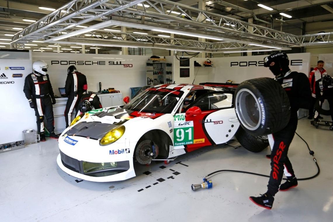 Porsche-911-RSR-Racing-02
