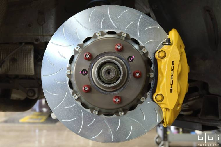 997 GT3 with Brembo Racing Type III rear discs. Installed by BBi Autosport. Photo Credit : Jerry Truong / BBi