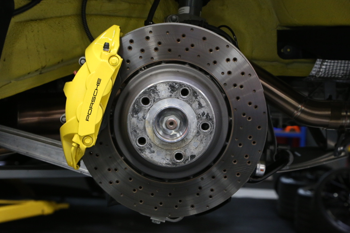 Brembo OE brake system equipped on the Cayman GT4