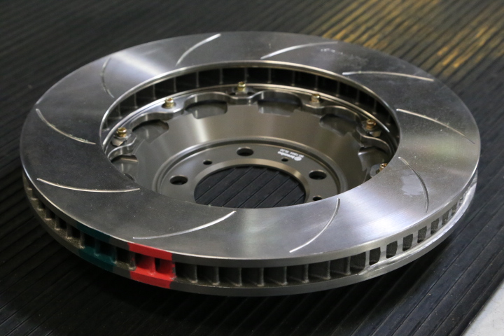 Brembo Type V 2-piece disc assemblies with rotor temperature paint
